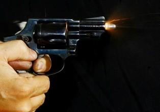 SAO PAULO 10/10/05 - REFERENDO DO DESARMAMENTO - CADERNO ESPECIAL SOBRE O DESARMAMENTO OE - Foto de uma bala saindo de um revolver calibre 38 de 5 tiros e cano de 2 polegadas. A imagem foi feita na Associação Tatuapé de Tiro (ATT) FOTO DIGITAL JONNE RORIZ/AE