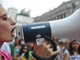 protesto-megafone-g-20100107
