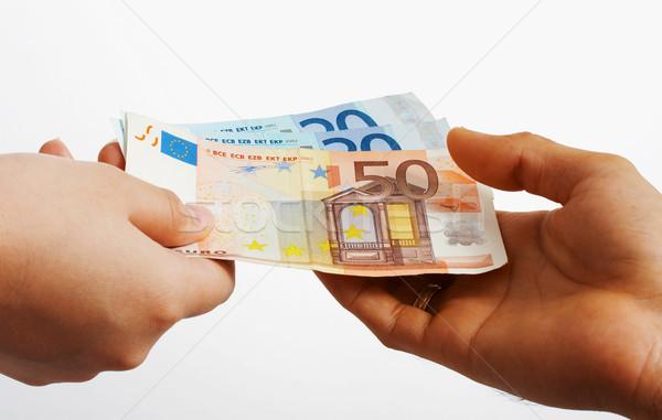1748586_compra-dinheiro-pessoa-mao-financiar-euros