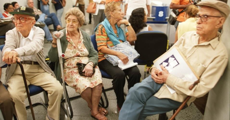 indoor-senado-aprova-isencao-do-ir-aos-aposentados-acima-de-60-anos-beneficiados-pela-previdencia-social-projeto-ira-a-camara-1267561992859_956x500