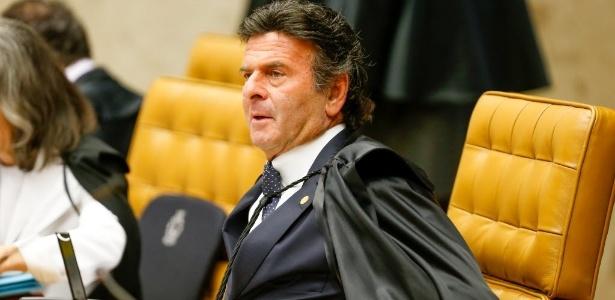 10jun2015-o-ministro-luiz-fux-durante-sessao-plenaria-do-stf-supremo-tribunal-federal-que-julga-acao-sobre-a-liberacao-ou-nao-de-biografias-nao-autorizadas-1433967598452_615x300
