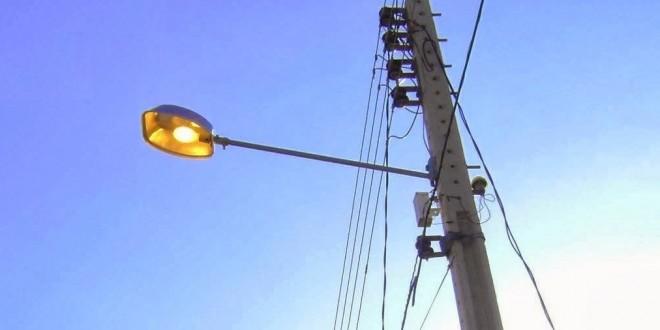 poste-com-luz-acesa-durante-o-dia-divulgacao1-660x330