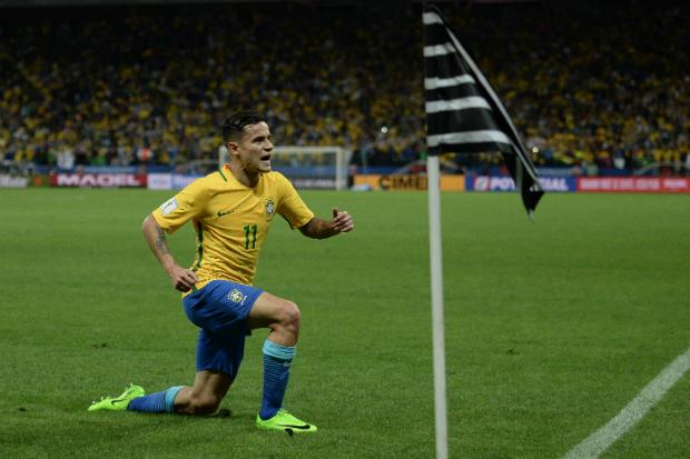 Philippe Coutinho comemora gol marcado contra o Paraguai (Foto: Pedro Martins/ Mowa Press)