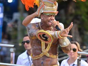 Léo durante desfile do bloco As Muquiranas, no carnaval de Salvador (Foto: Max Haack /Ag Haack)