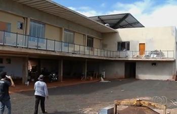 Mesmo inacabada, obra da sede do TRT é inaugurada em Itumbiara, GO - Obra ainda não está completamente concluída (Foto: Reprodução/TV Anhanguera)