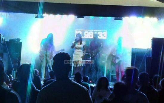 Nana Meduzza com seu repertório dançante fechou a noite. (Foto: Noel Rodrigues / Ipiaú On Line)