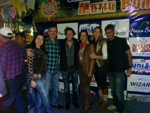 A prefeita Maria das Graças ao lado do empresário Cezário Costa, deputado Mário Negromonte Jr, Flávia Mendonça e familiares
