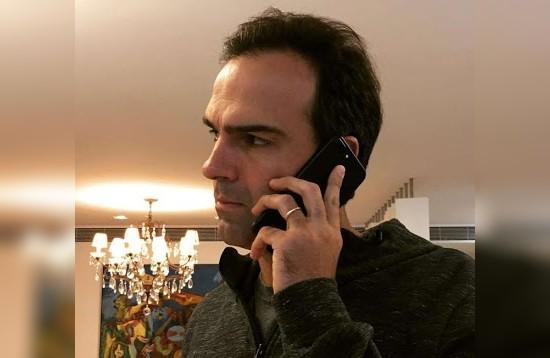 Tadeu Schmidt teve conta do WhatsApp suspensa 24 horas