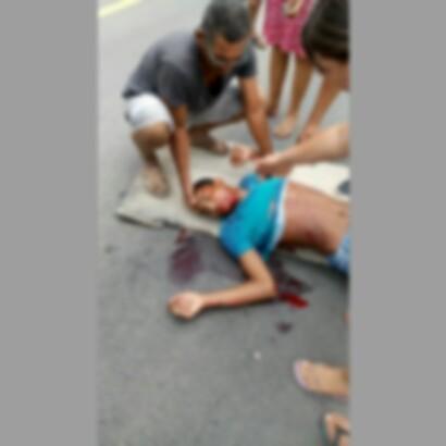 Da colisão entre os veículos, o condutor da motocicleta foi o maior prejudicado.