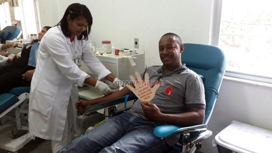 Na ação voluntária deste sábado, o IPIAÚ ON LINE esteve presente com exclusividade colaborando e registrando a doação dos voluntários.