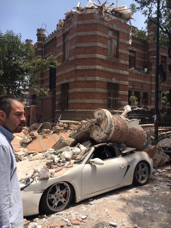 Abalo derrubou pelo menos 10 edifícios.