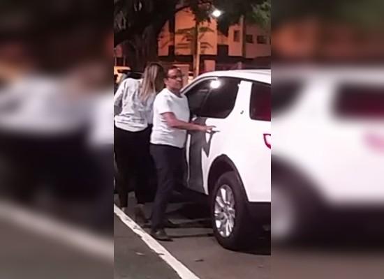 Zé Eduardo apresentou uma condutora habilitada que não tivesse bebibo para conduzir o veículo.