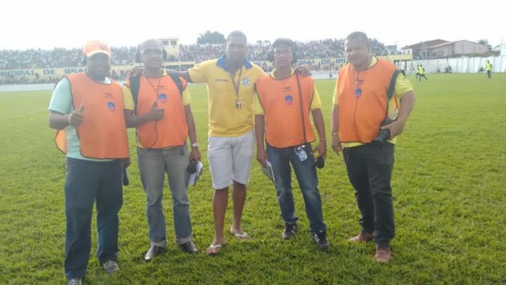 Equipe Bola de Ouro, da Rádio Educadora, transmitiu todas as emoções do jogo. Foto: Miro da Kombi