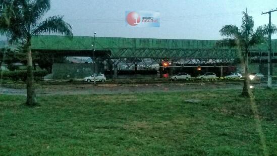 A rodoviária ficou totalmente às escuras. (Fotos: Noel Rodrigues / Ipiaú On Line)