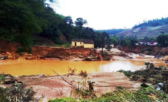Fortes chuvas provocam mortes e destruição em Minas Gerais