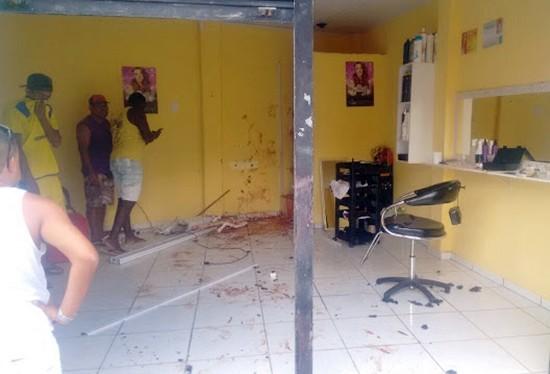 O salão foi quase totalmente destruído.