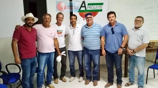Diretoria da Aproleite juntamente com a diretoria da Bahia Leite e Produtores. (Foto: Noel Rodrigues / Ipiaú On Line)