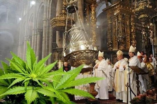 2 coroinhas colocam maconha no incensário de uma catedral e a brincadeira acaba mal;