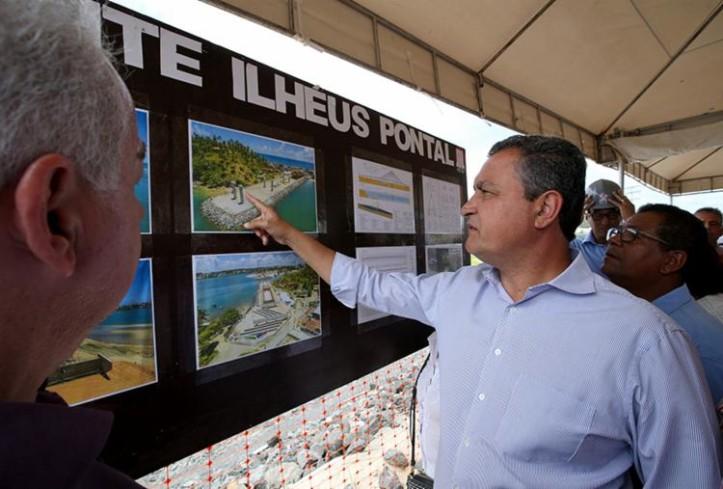 O governador Rui Costa visitou a obra da ponte do Pontal nesta sexta-feira Manu Dias/GOVBA