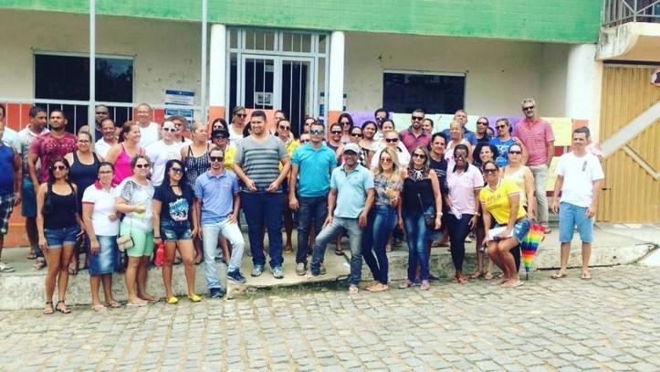 professores-de-apuarema-protestando-em-frente-à-prefeitura