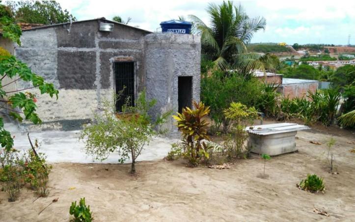 Quintal da casa do casal, onde cova foi encontrada pela polícia