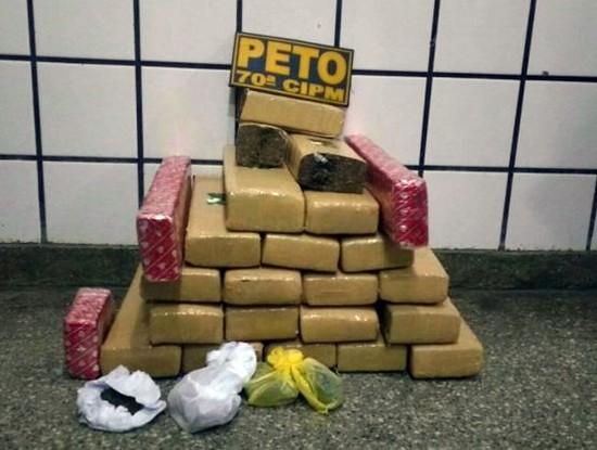 24 kg de drogas flagradas pela PM e Civil.