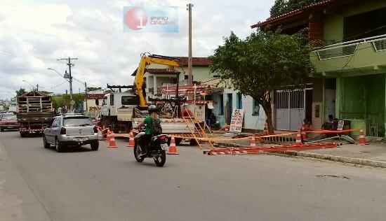 Moradores e comerciantes locais ficaram sem eletricidade. (Fotos: Noel Rodrigues / Ipiaú On Line)