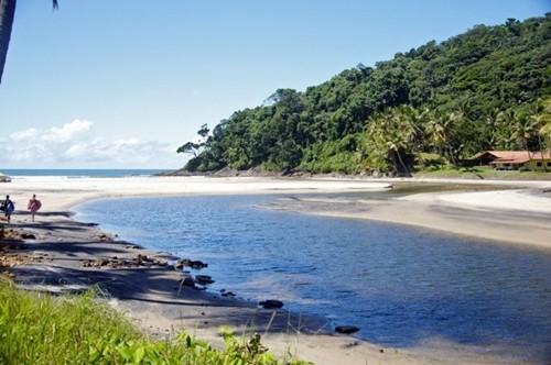 Praia de Jeribucaçu (Jacaré da boca grande, no Tupi-guarani)