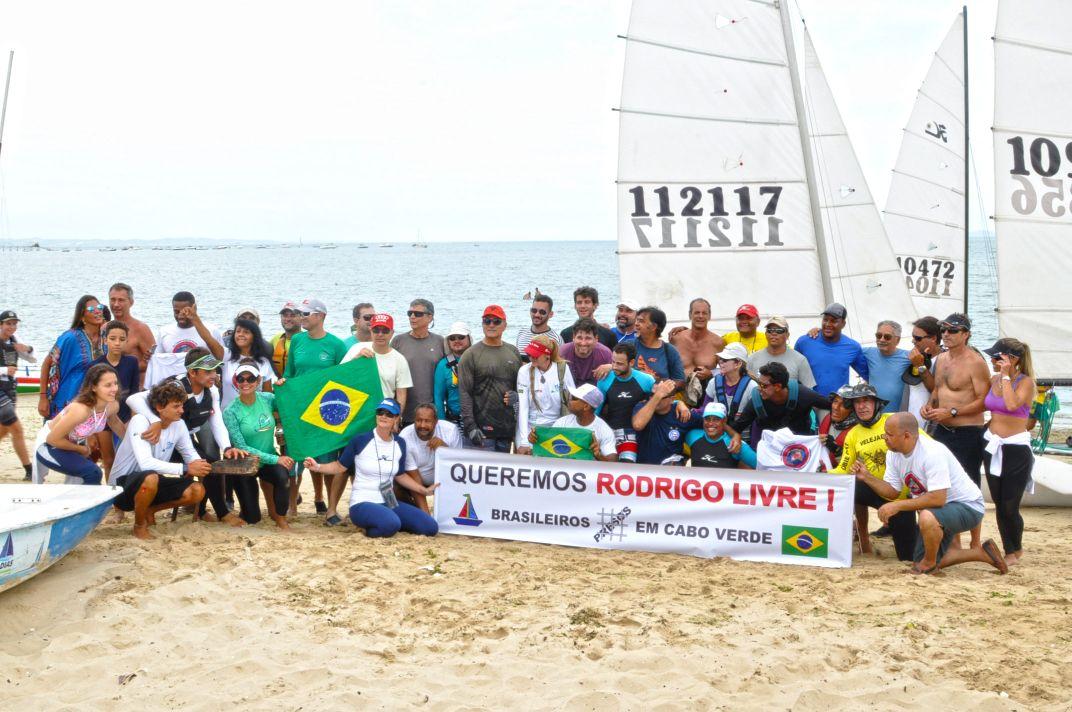 Velejadores brasileiros fizeram manifestação em Cabo Verde pela libertação